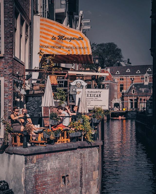 Amsterdam you are so darn cosy. . #amsterdamworld #f52summer #amsterdamcity #theprettycities #passionpassport #finditliveit #theverygirl #thesimplethings #bbctravels #darlingescapes #cntraveler #visitamsterdam #seemycity #guardiantravelsnaps #amsterdam #prettylittlething #postitfortheaesthetic #postcardplaces #streetphotography_bw #igamsterdam #travelphotos #travelbloggerlife #lifestylephotography #alittlebeautyeveryday #canalstreet