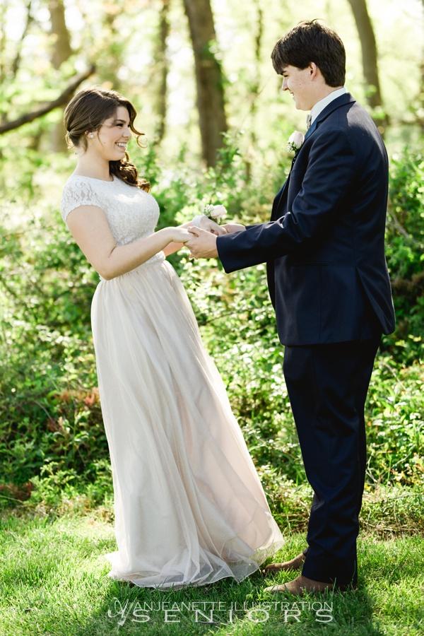 Hendersonviile, Tn Senior Pictures by Nashville Artistic Wedding Photographer | Anjeanette Illustration Photography | Affordable Senior Portraits