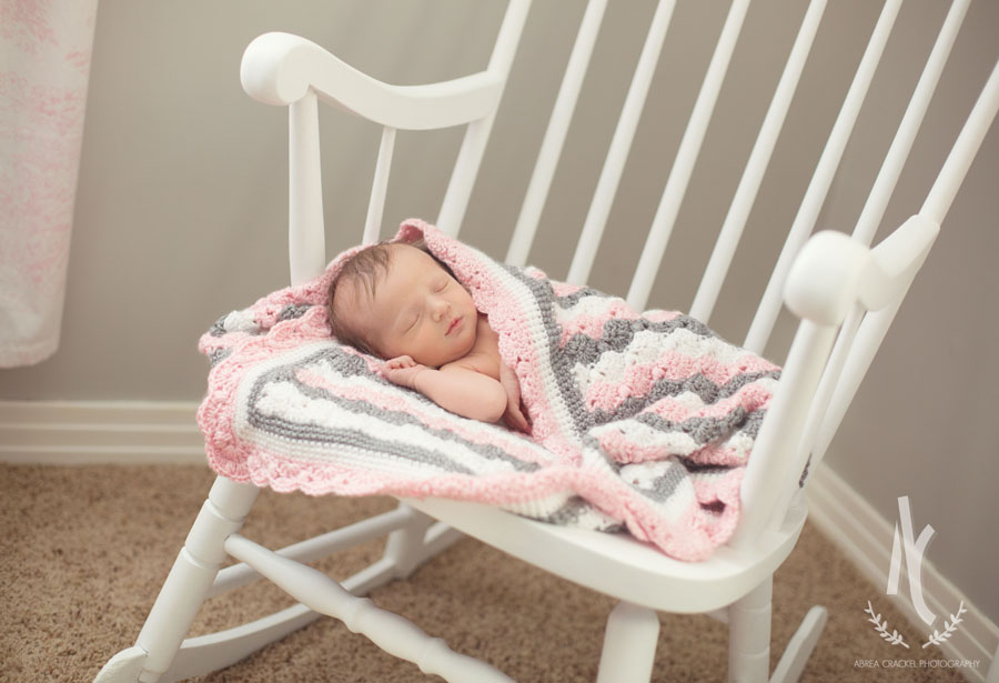 Megan, our talented sister-in-law, made this blanket just for baby Blakely and it was perfect for this picture. :)