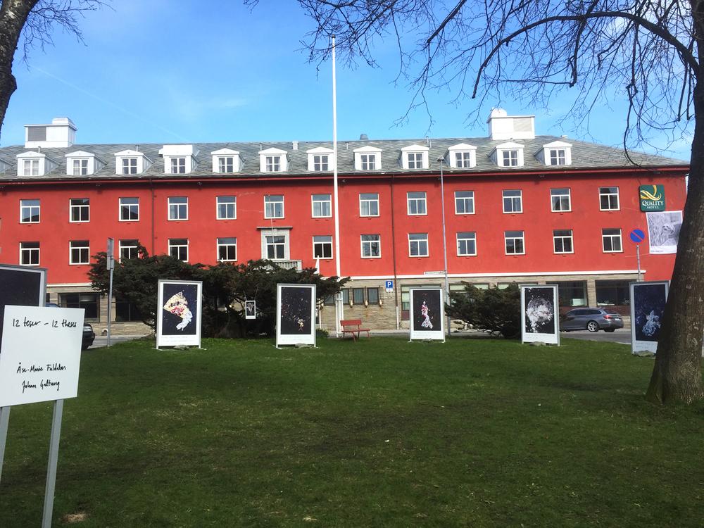 Utstillingen på festivalområdet utenfor Hotel Grand, Kristiansund