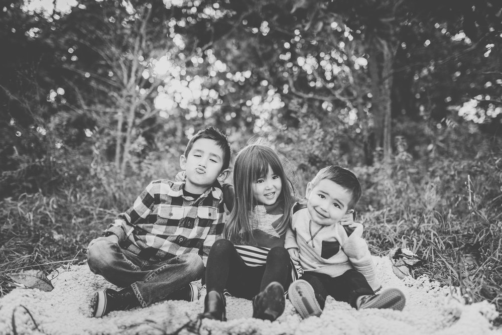 Moh family photography black and white waunakee.jpg