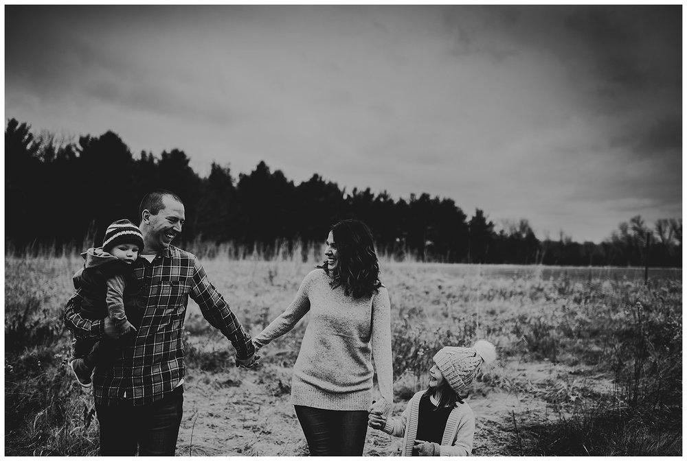 best photographers madison wi black and white family kayla e photography.jpg