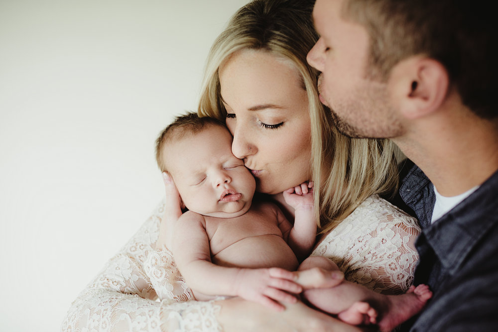 Luxe Newborn Session - 5 styled setsphotos of baby + familymacro detail shots20+ digital imagesonline gallery + print release