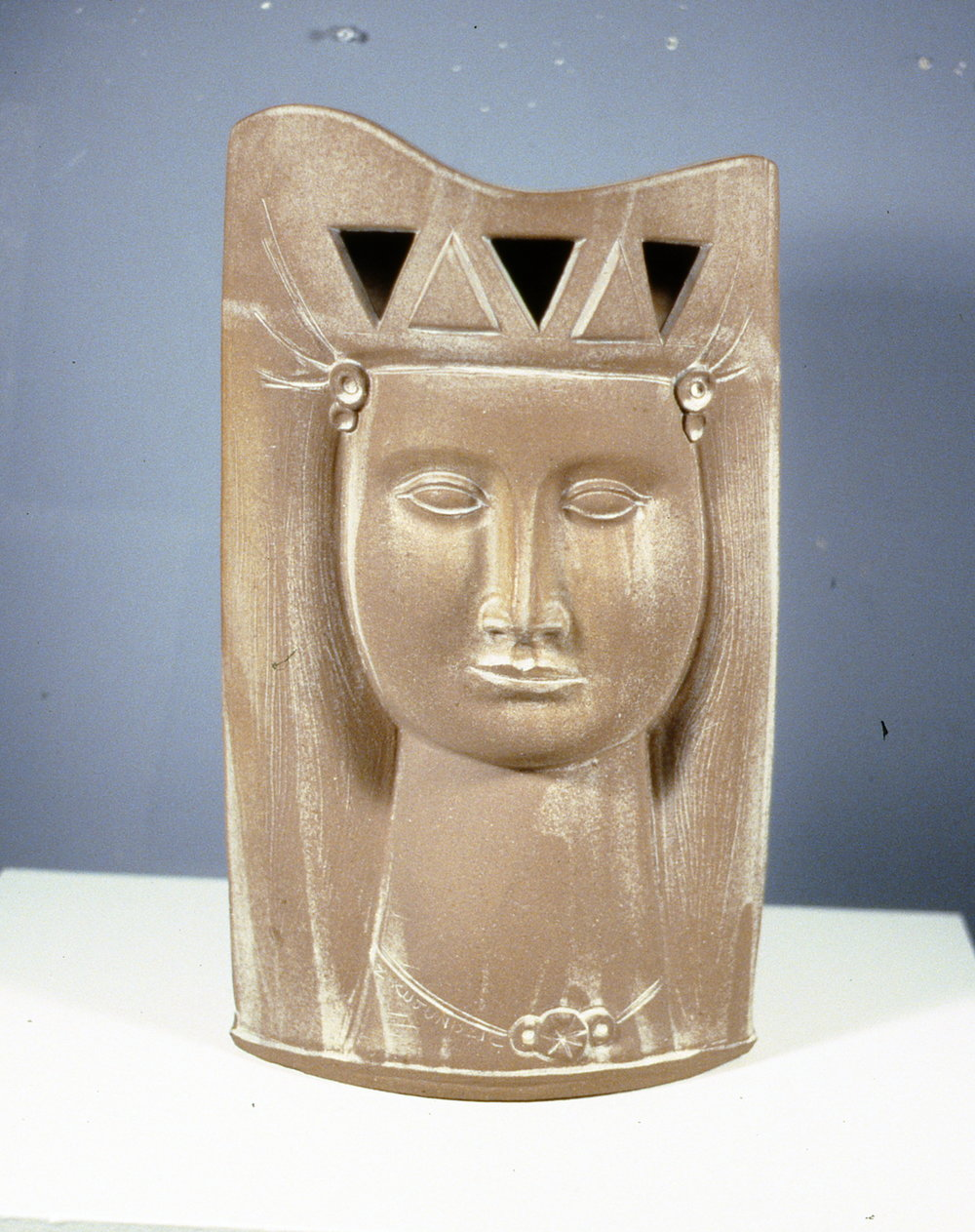 Queen of Sheba (front view), 1995, Zeljko Kujundzic, stoneware sculpture, 48 x 28 cm, 1999.03.01, gift of the estate of June Brock