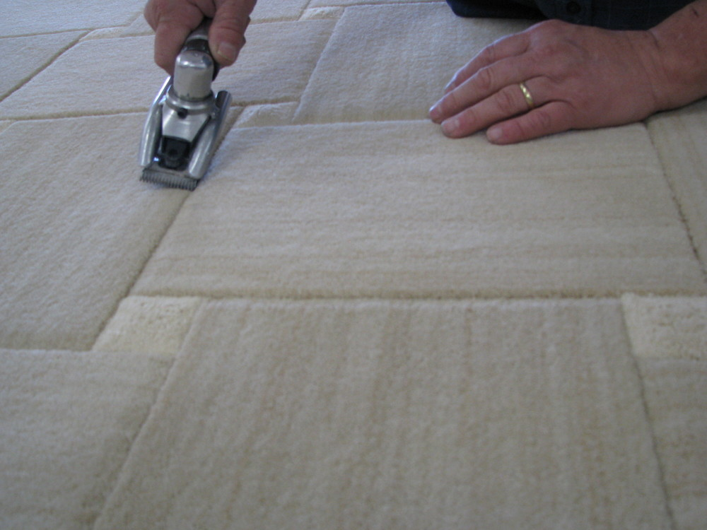 rug_being_made_rug_inlay