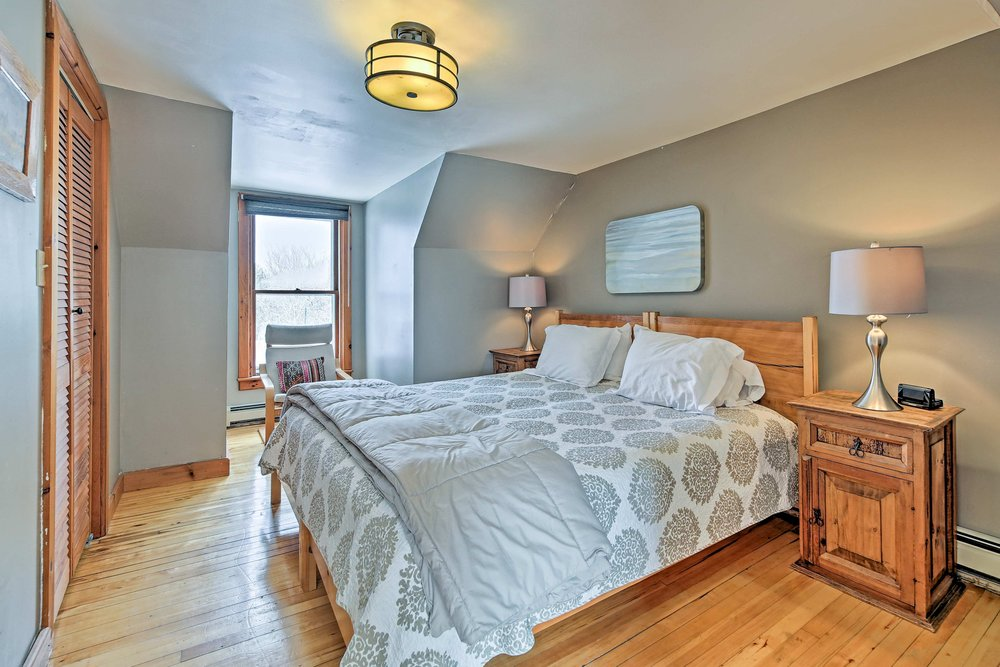 Right Wing master bedroom - Spacious, windows north and south, handmade bed, hardwood floors