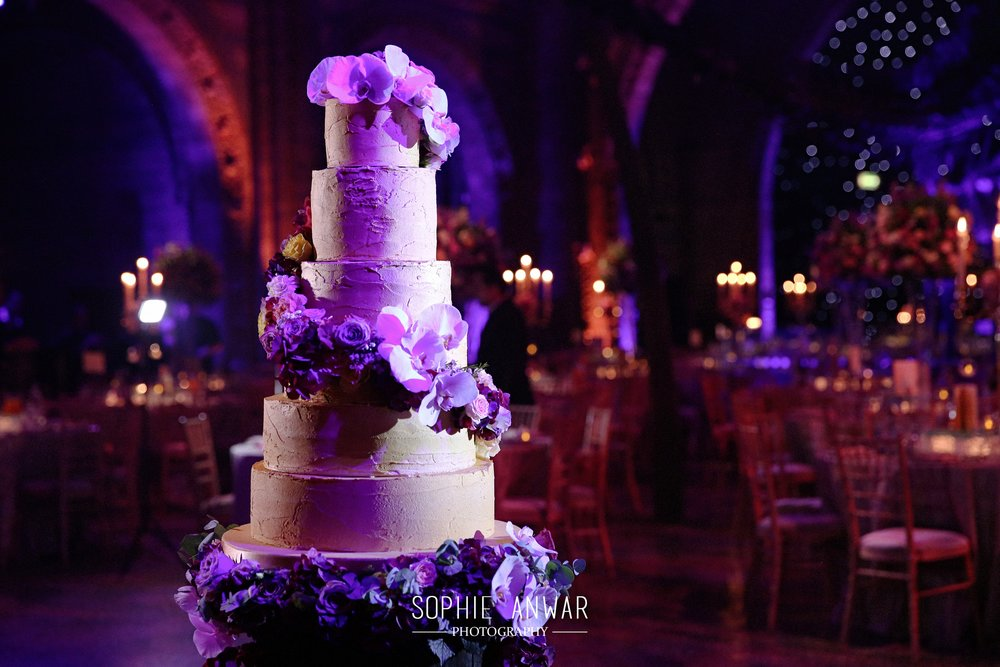 wedding at the Natural History museum unique luxury wedding location Sophie anwar wedding photography luxury london wedding cakes