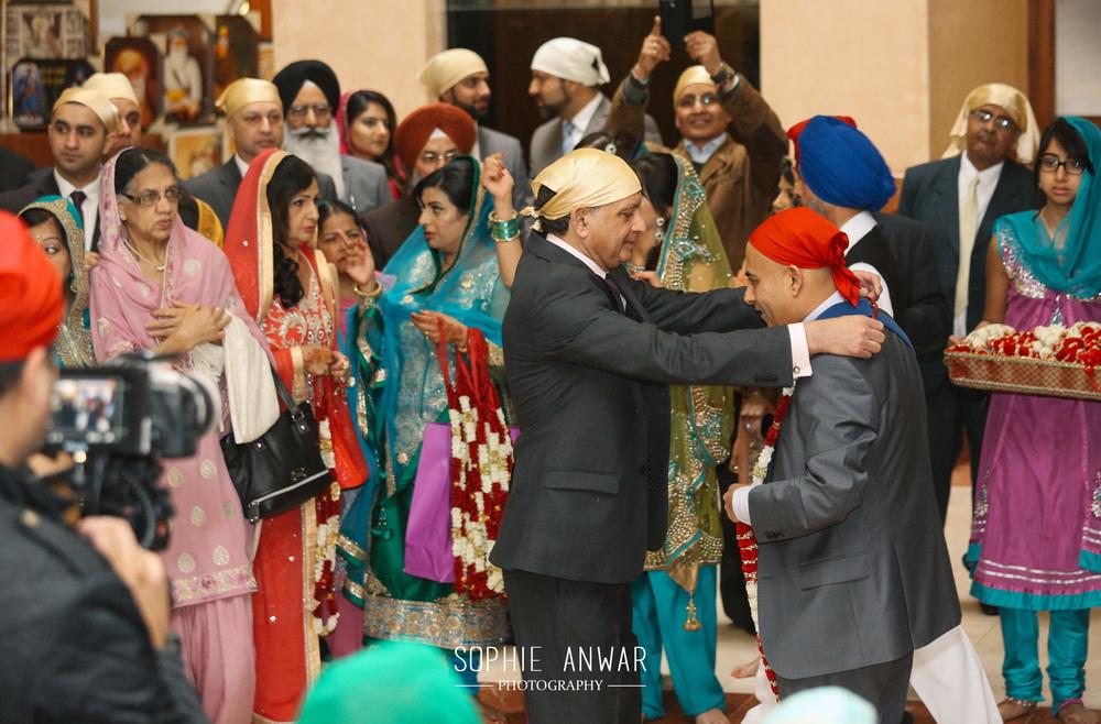London Sikh wedding at the Gurdwara in Haevelock Road Southall luxury wasian wedding photographer