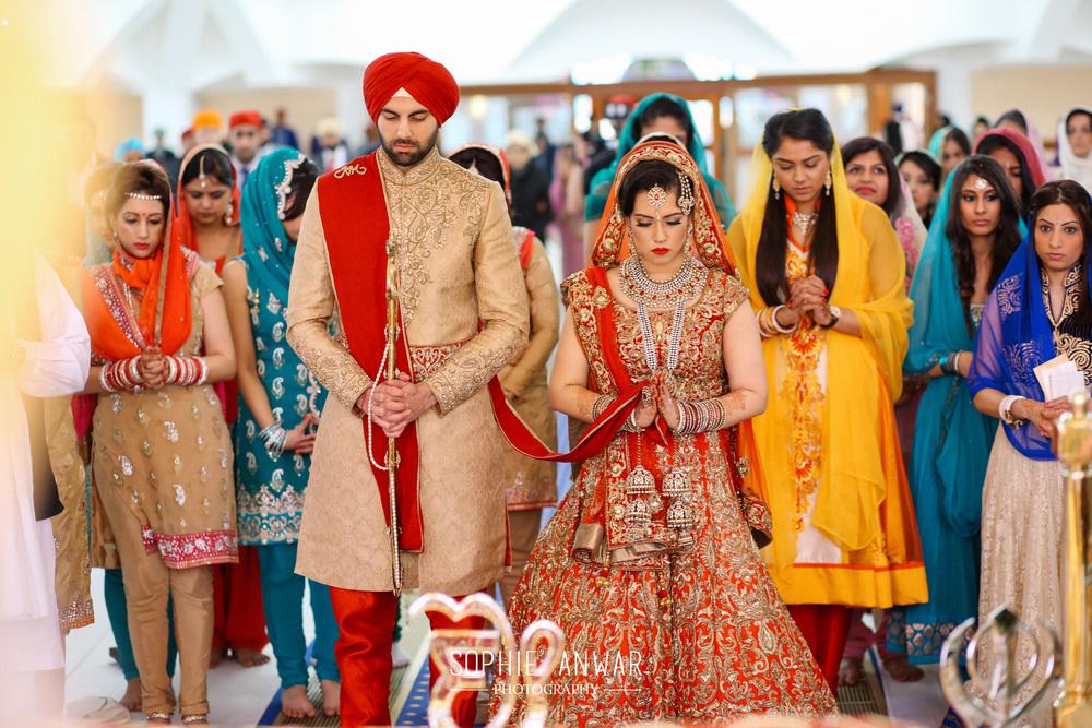 London Sikh wedding at the Gurdwara in Haevelock Road Southall luxury asian wedding photographer