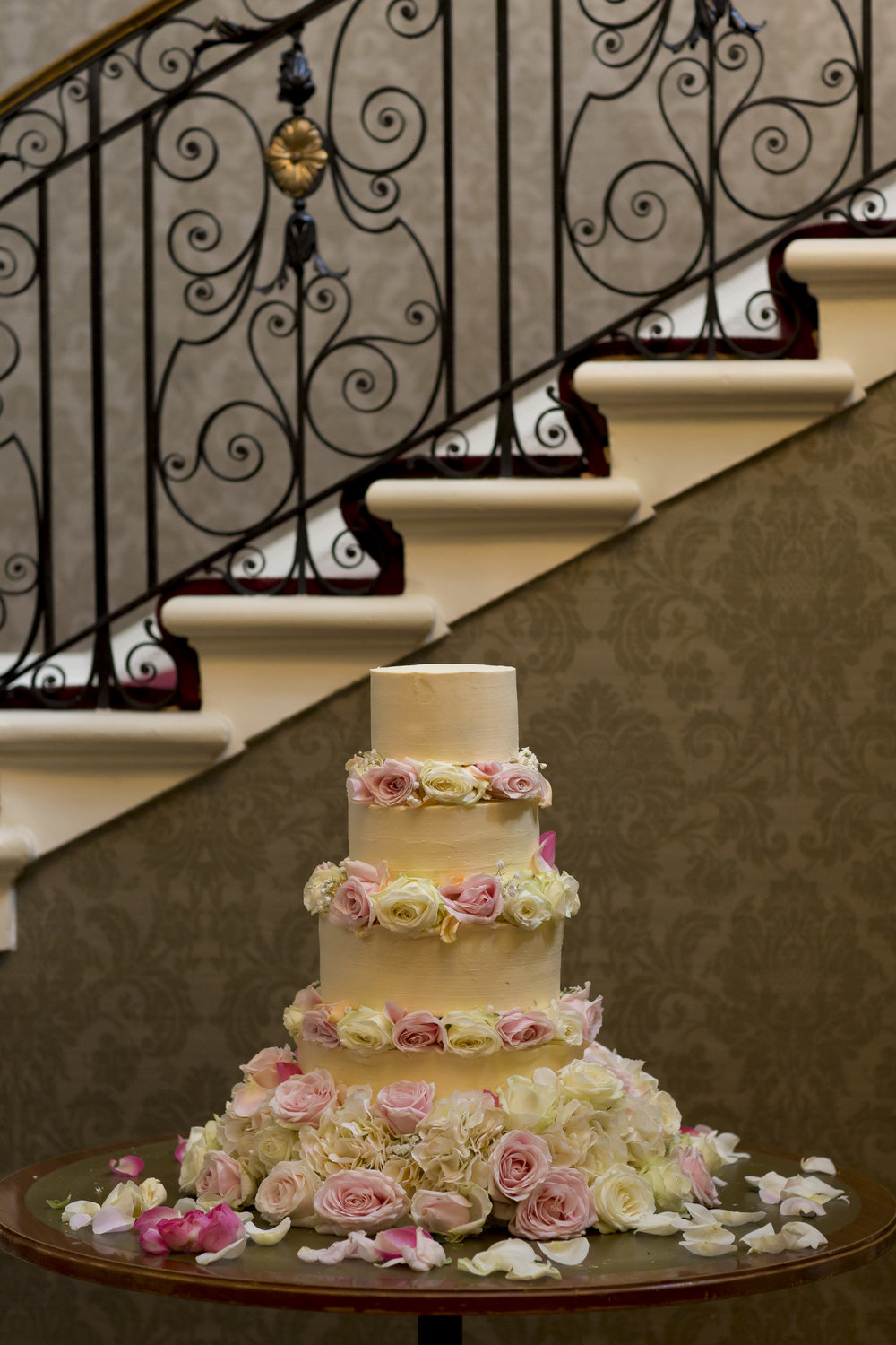 zara gets married to Mohammed at Hedsor house Marlow wedding venue wedding cake