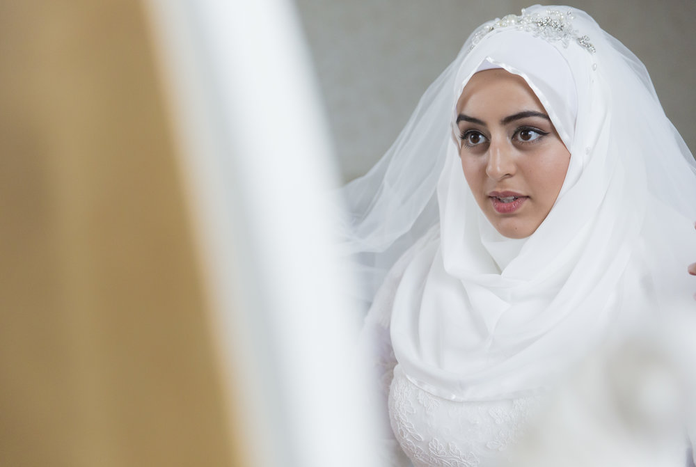 zara gets married to Mohammed at Hedsor house Marlow wedding venue family portraits after nikah ceremony Sophie Anwar photography civil ceremony muslim wedding