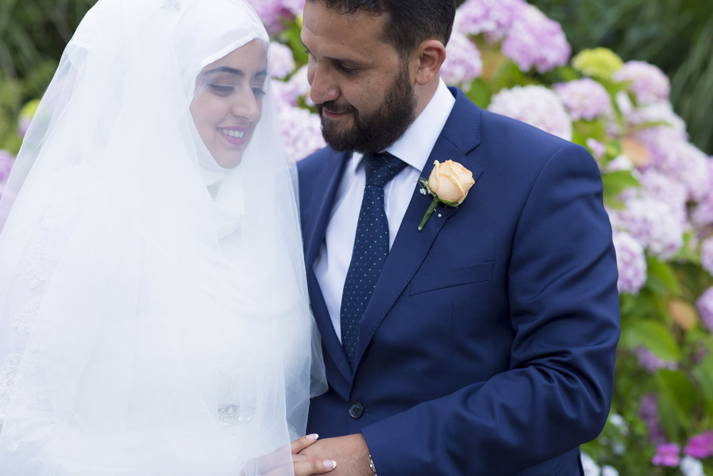 zara gets married to Mohammed at Hedsor house Marlow wedding venue family portraits after nikah ceremony Sophie Anwar photography civil ceremony