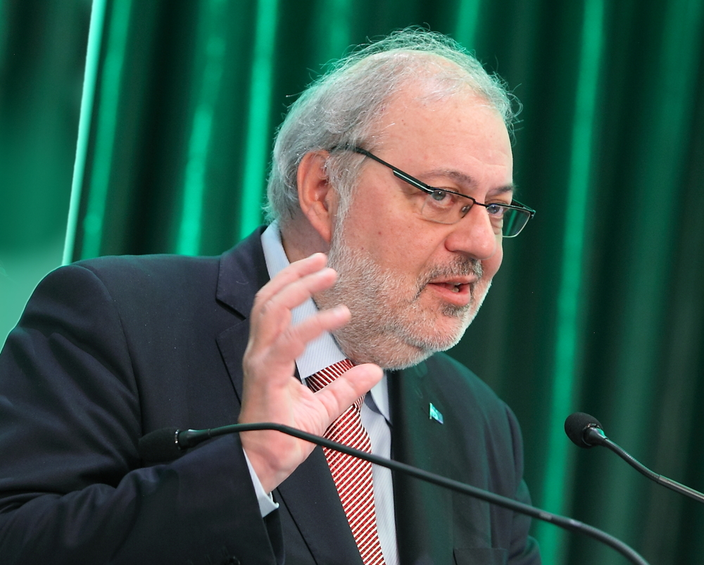 Le ministre de l'Énergie et des Ressources naturelles, Pierre Arcand, a présenté les grandes lignes de sa nouvelle politique énergétique et les opportunités qu'elle offre pour le développement de la filière de la biomasse forestière.