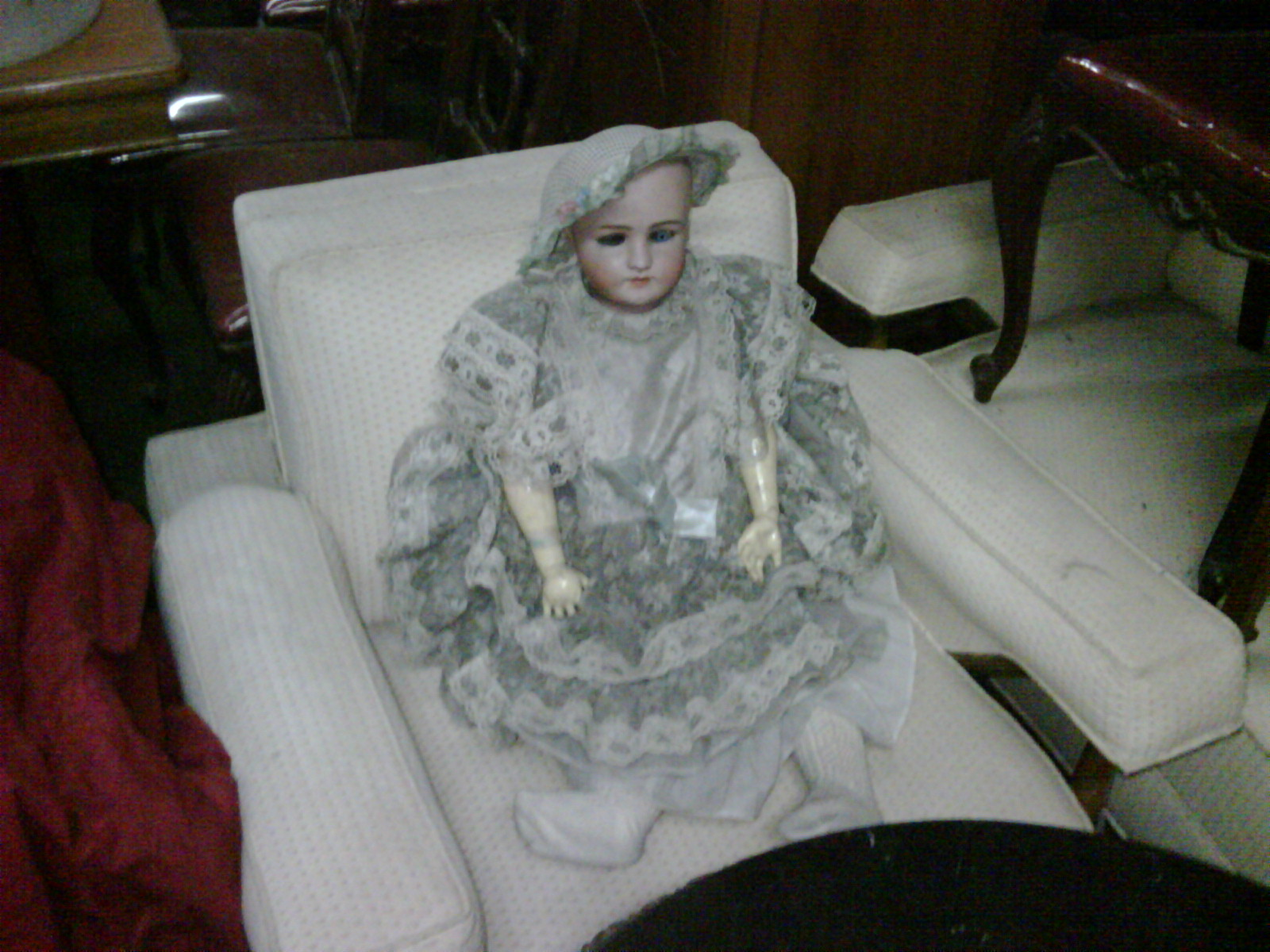 and some creepy doll. i guess there isnt anything that interesting in here.