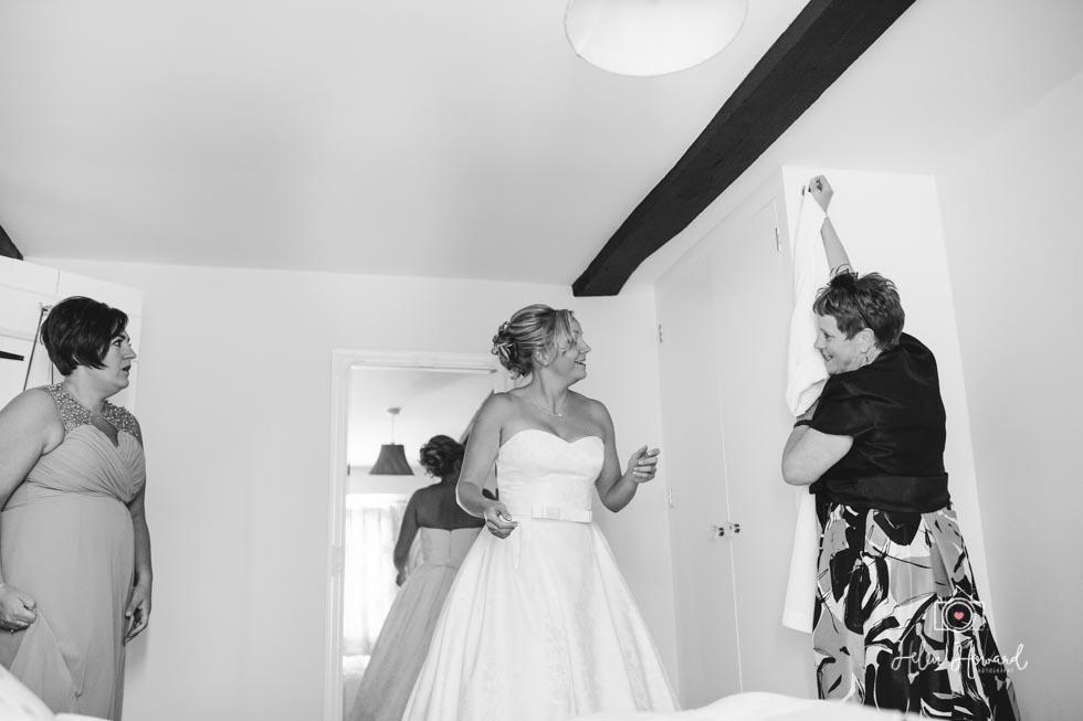 Barn-Wedding-in-somerset-138.jpg