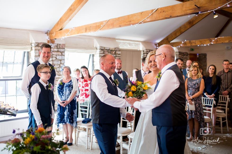 Barn-Wedding-in-somerset-322.jpg