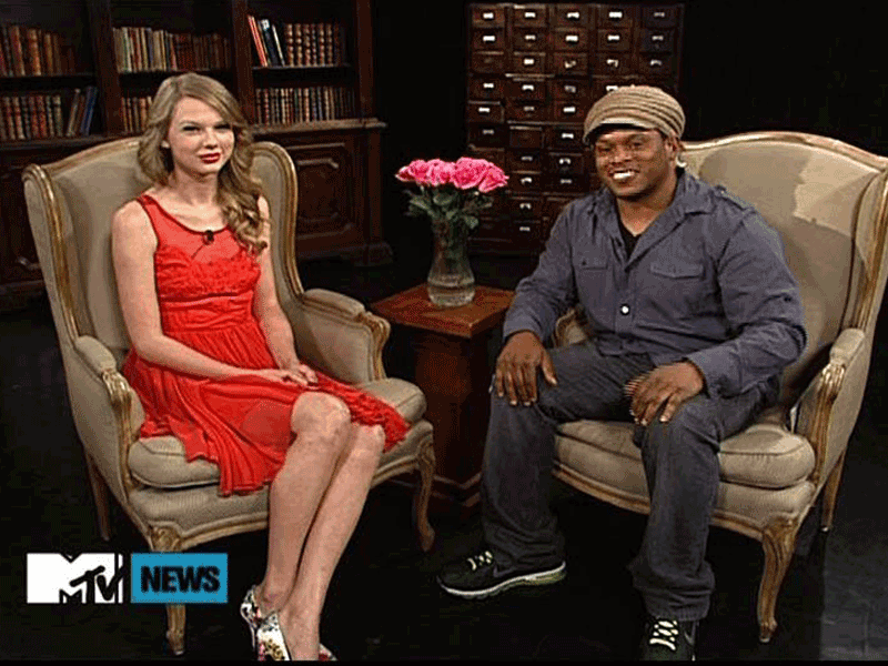 Taylor-Swift-and-Sway-MTV1.png