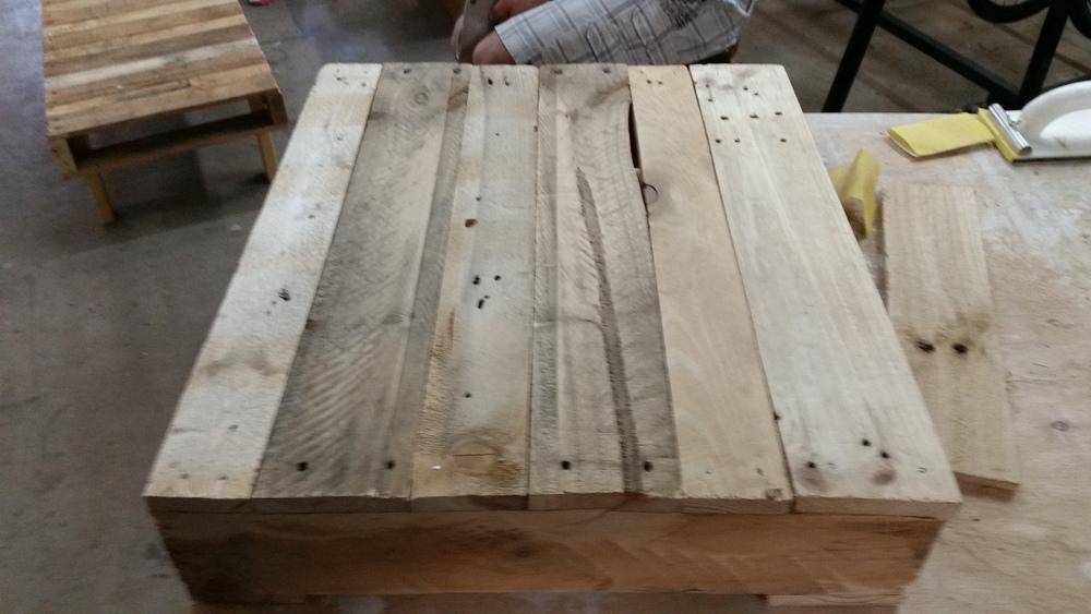 Pallet table 2.jpg