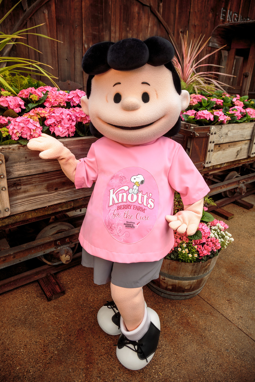 Aw, Lucy is so pretty in Pink #KnottsPink