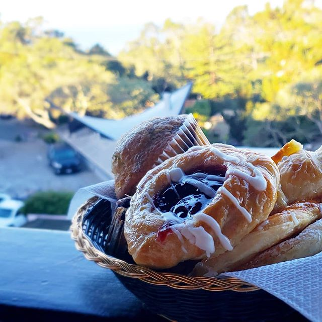 This is the best way to start your morning, with the fresh air, this incredible view and thanks to @hofsashouse hotel in #carmel for the complimentary danishes, muffins, OJ and coffee.  @visitcarmelbythesea #carmelbythesea #beach #pacificocean