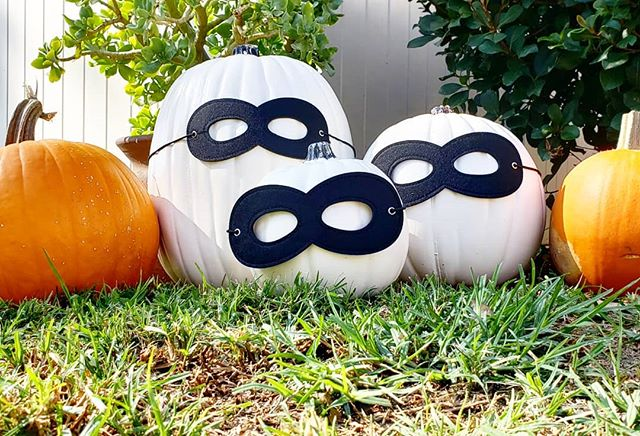 We are so ready for an Incredible Halloween! @disneystudios @theincredibles 2 is now available for digital download and coming to DVD/Blu-Ray November 6th! *Swipe Left* #Disney #Pixar #Incredibles2 #dvd #halloween #pumpkins #edna #disneyfan #movies #instadisney