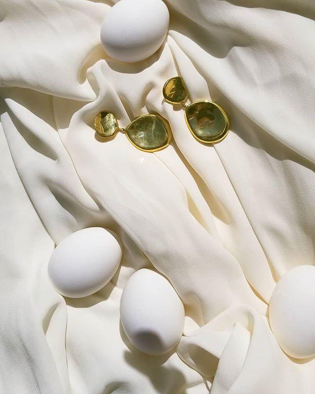 Melt In Your Skin earrings II in 24kt gold plating now available online (link in bio) . . . . . #silverjewelry #bespokejewelry #slowfashion#earrings#sterlingsilver #shopsmall#coolearrings #artdirection #bosswomen#femme #handcrafted #emergingdesigner#coolgirl#outfitoftheday#wiwt#wiw#outfitoftheday#jewelry#jewellery#handmade#minimalexperience#unlimitedminimal#mindtheminimal#vogue#minimalist#minimalove#keepitsimple #editorial #womenswear #귀걸이 #일상