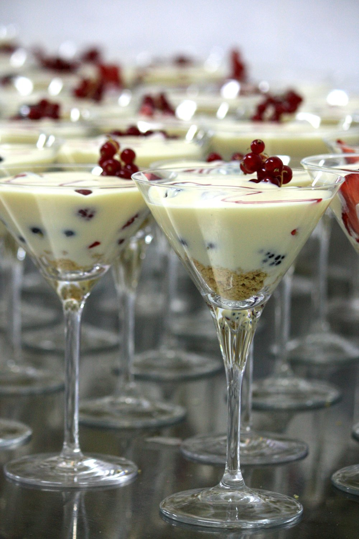 Copa de Chocolate blanco con frutos rojos y streuzel de pistacho  (3).JPG