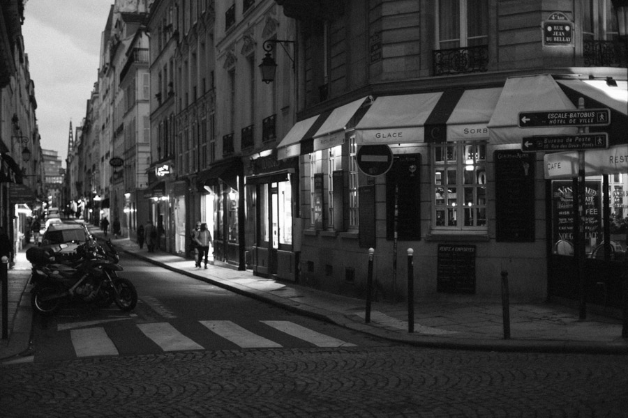 A night street view of Paris