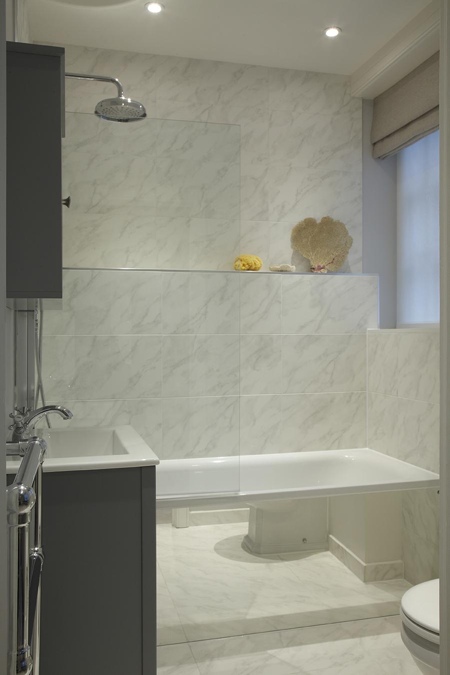 NW1 - Ensuite bathroom - Angled shot displaying the roman blind .jpg