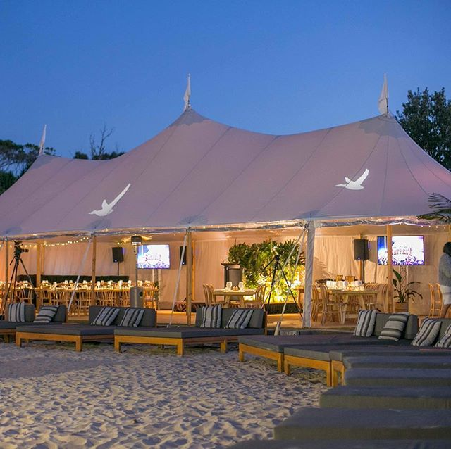 A corporate dinner right on the beach with branded gobos and flat screens #corporateevents #lighting #lightingdesign #corporateav #byronbay #gobo