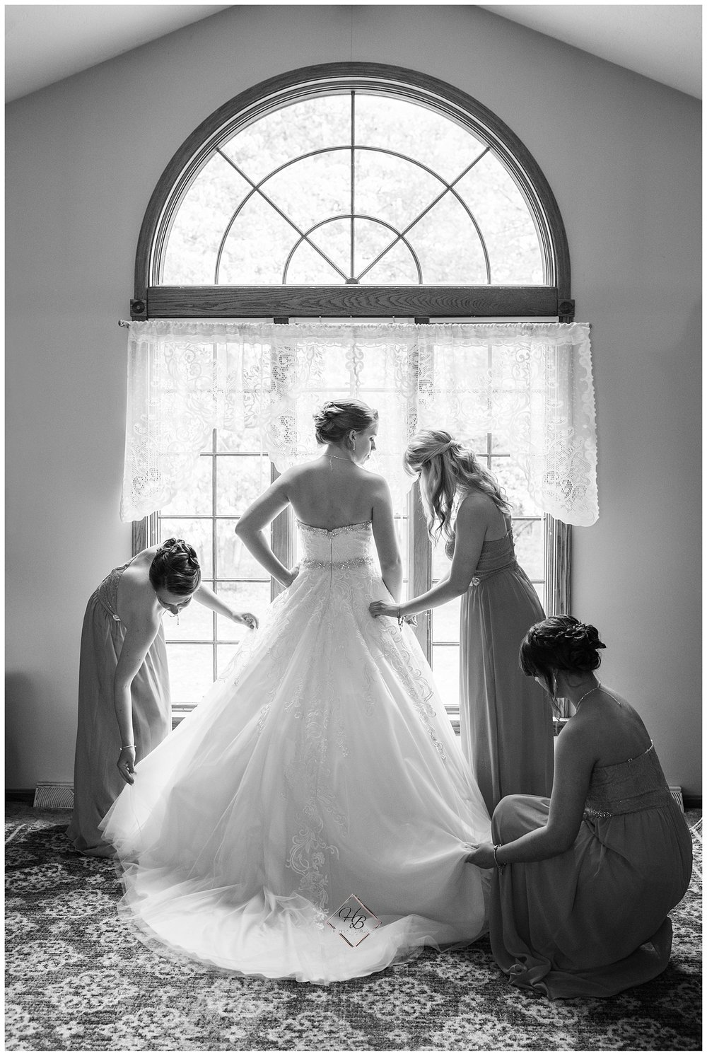 Youngstown, OH Fairytale Wedding Bride And Bridesmaids Getting Ready