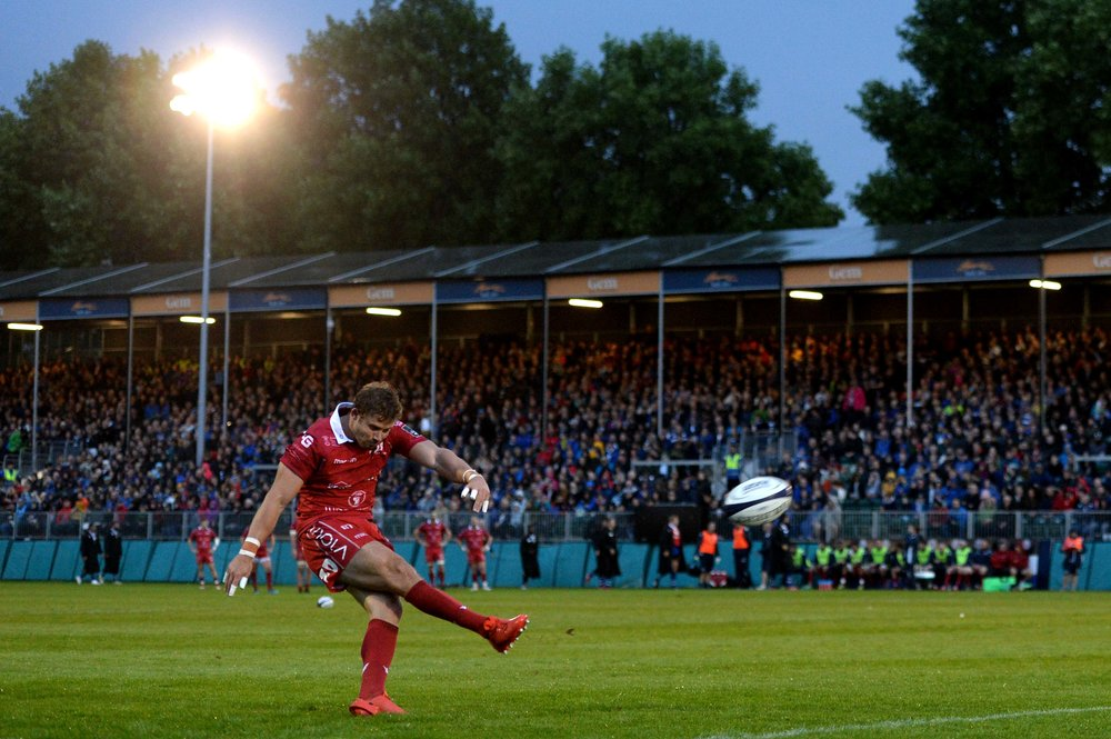 Leigh Halfpenny kicks at goal against Bath in preseason