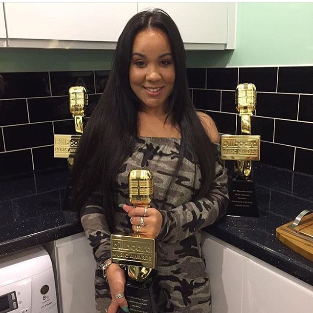 🏆🇬🇧🏆#Young & Getting it. Time to show off the accolades. 🏆 Well done @kylaofficial her song #OneDance with #drake and #wizkid has broken all type of records 💪🏾🥇Keep inspiring the #youth community #billboard #award