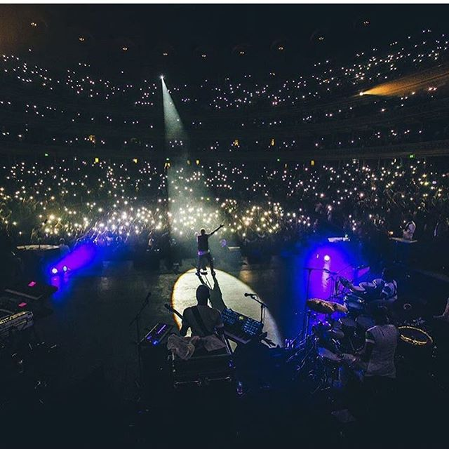 🌌Somethings  are priceless. We were at the #RoyalAlbertHall 🏛to witness #wizkid make #history. What an amazing performance and overall well put together production. We are proud of you bro ❤️keep inspiring us all 🇬🇧🇳🇬#starboy #disturbinglondon #youth #afrobeats 🌌🌌
