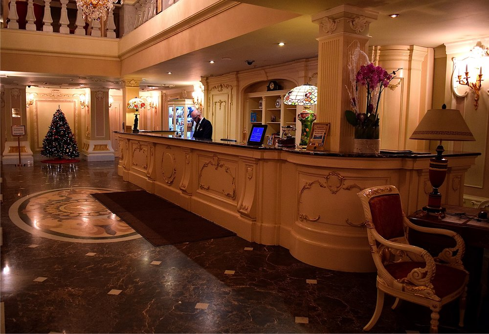 The snazzy lobby