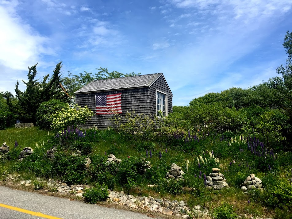 Quaint roadside cottage in Kennebunkport, Maine