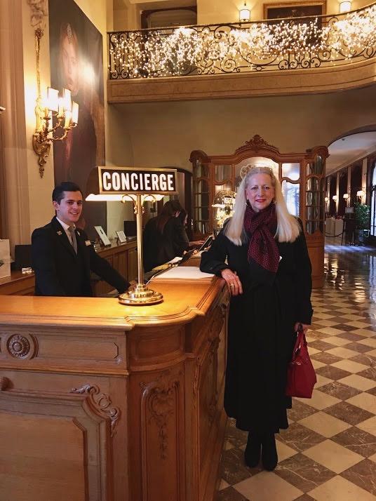 Hotel Regina Concierge 2.jpg