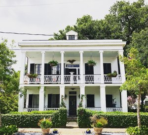 Two-stroy white column house in Algiers Point.jpg