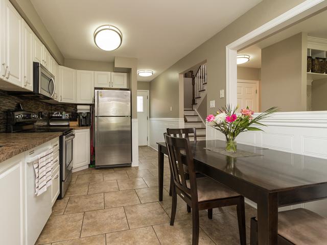 Kitchen 1 - 51 Goldpine Ave - Ryan Thomas Real Estate.jpg