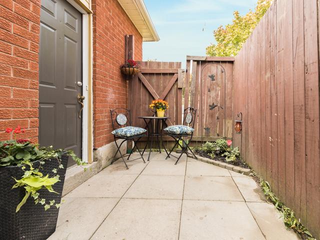 Backyard2 - 51 Goldpine Ave - Ryan Thomas Real Estate.jpg