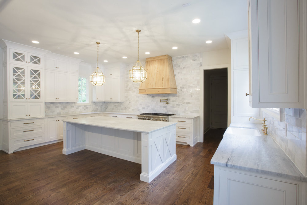 chandelier-development-custom-built-home-nashville-tennessee-belle-meade-architecture-hardwood-floors-open-living-natural-light-custom-details-tennessee-real-estate-6.jpg