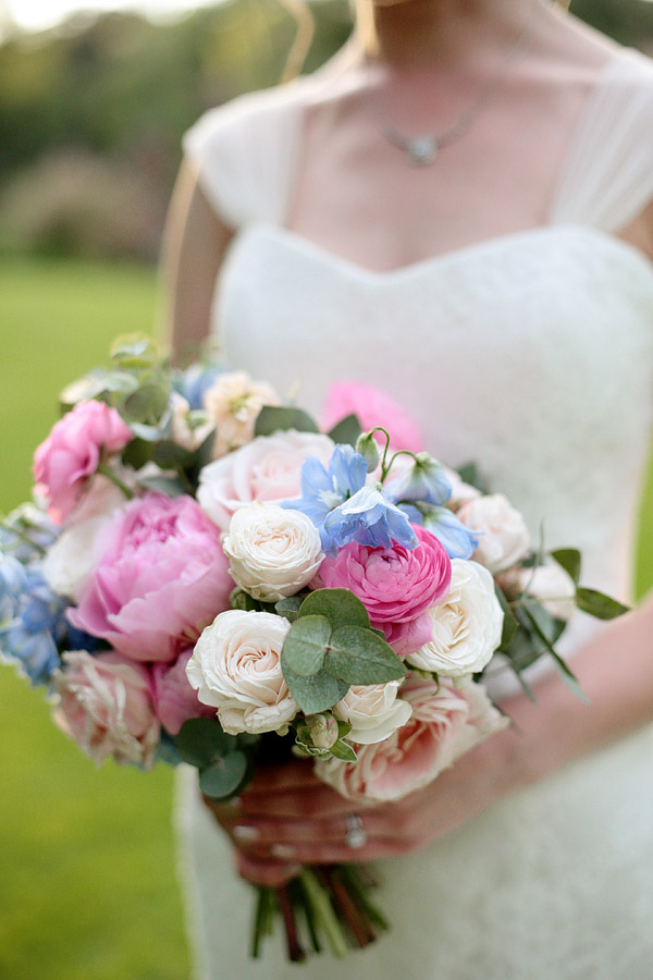pastel-colours-wedding-flowers.jpg