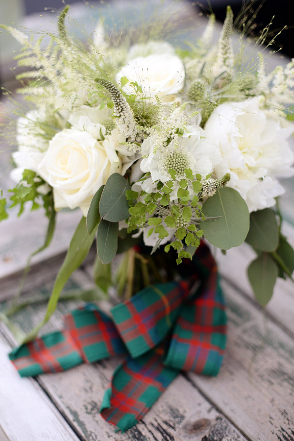 tartan-ribbon-on-wedding-bouquet.jpg