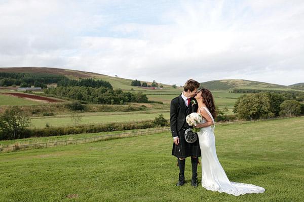 RELAXED BARN WEDDING IN SCOTLAND