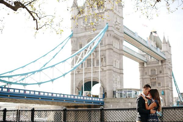 London-landmarks-couple-photos.jpg
