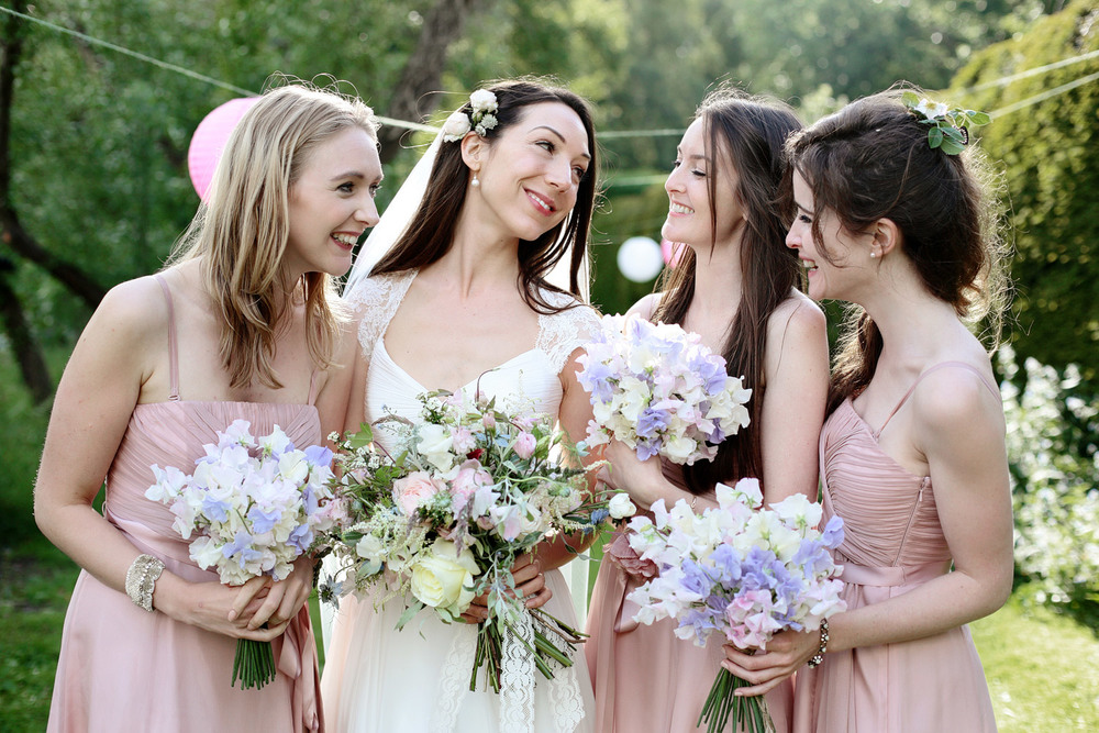 bride and bridesmaids relaxed photo