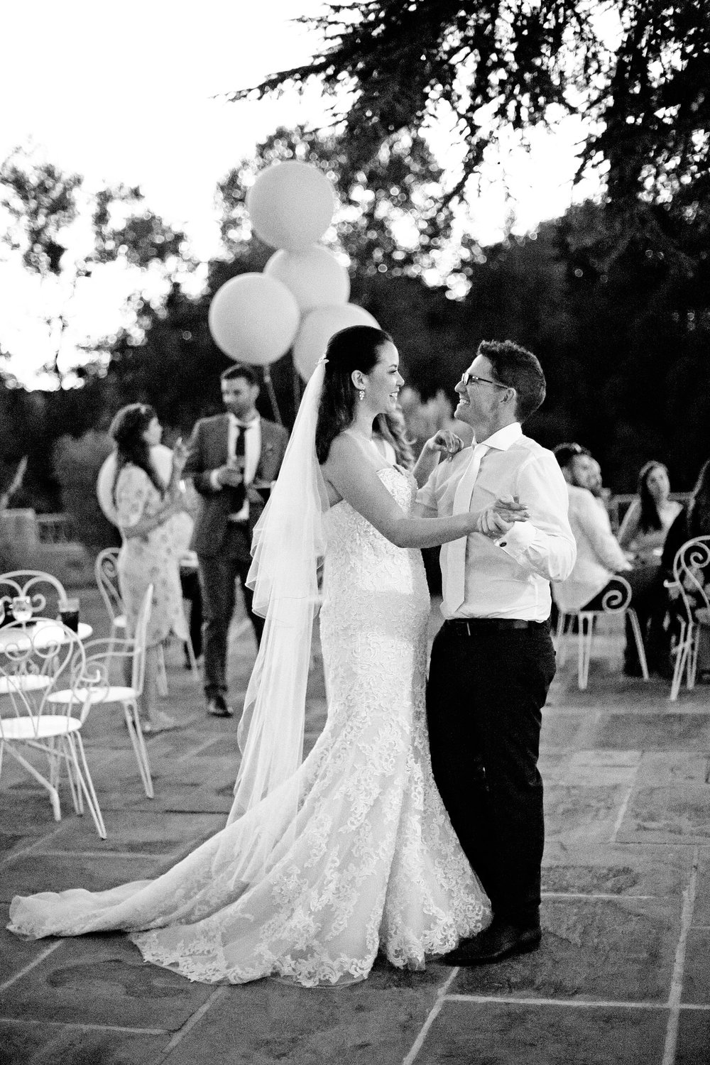 outdoor first dance chateau lagorce wedding photo