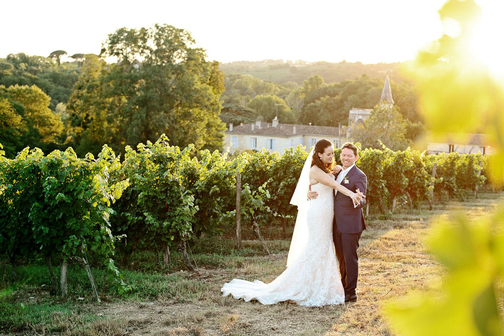 bride and groom sunset photo Chateau Lagorce France