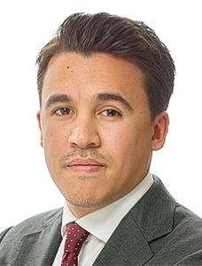 Batih van Leer  Senior Associate