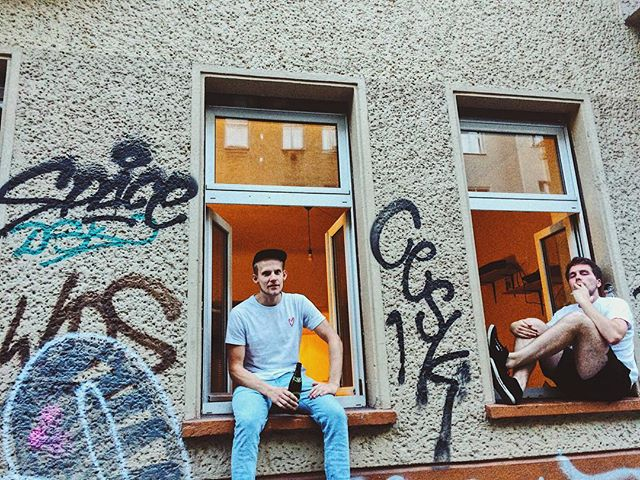 Bis dann, altes Haus.  __________ #home #graffiti #windowseat #wgparty #friends #happyplace